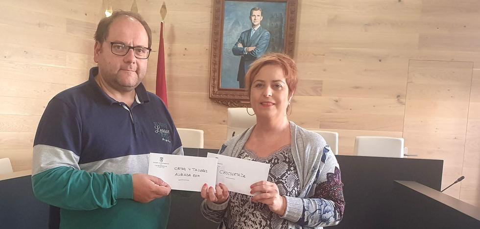 La Bañeza entrega el dinero recaudado a favor de la Asociación de Familiares de Enfermo de Alzheimer