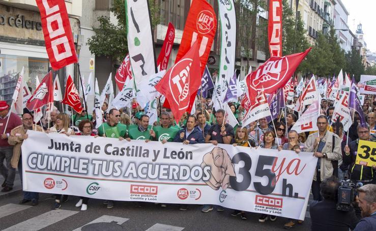 Concentración de funcionarios en Valladolid por la jornada semanal de 35 horas