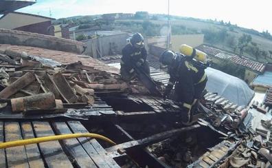 Los Bomberos de León sofocan un incendio en la cocina de una vivienda de Armunia