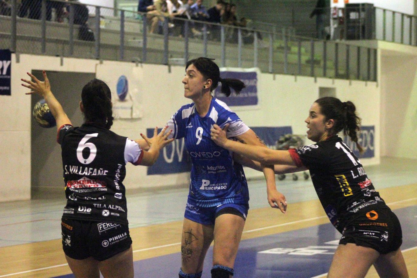Victoria del Rodríguez Cleba ante el Oviedo BF