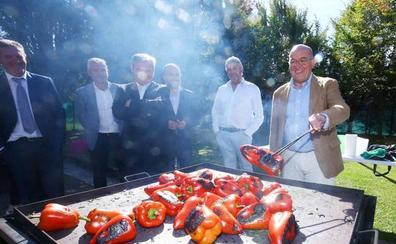 La Junta apuesta por aumentar la producción del pimiento asado, manzana y pera del Bierzo por su contribución a la fijación de población