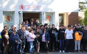 La FP de La Robla se concentra y pide soluciones mientras temen que la liquidación les deje sin máquinas