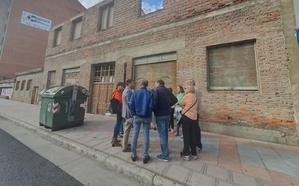 El PP apoya a los vecinos movilizados por la dejadez ante la ruina del edificio de Bodegas Armando