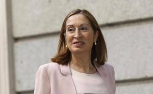Ana Pastor defiende su perfil centrista y moderado ante el «travestismo» de Sánchez