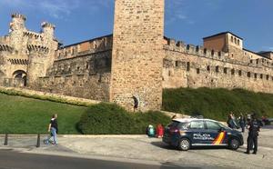 La Policía Nacional detiene 'in fraganti' a tres jóvenes por el robo con fuerza en un domicilio de Ponferrada