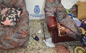 Dos detenidos por propinar una palizada y maniatar a una anciana de 93 años para robar en su domicilio en el barrio de La Asunción