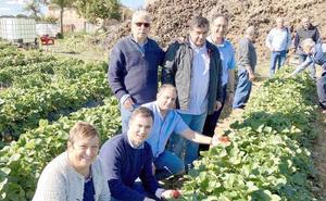 El PSOE manda un mensaje al PP desde Almanza para recordar que el mundo rural «sí tiene vida»