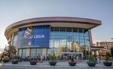 Inditex amplía sus tiendas de moda joven en Espacio León y renueva su imagen