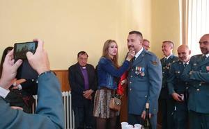 Condecoración y pedida de matrimonio en la celebración de la patrona de la Guardia Civil en la Alberca