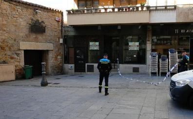 Tres jóvenes heridos en una pelea a primera hora de la mañana en la calle Bordadores de Salamanca