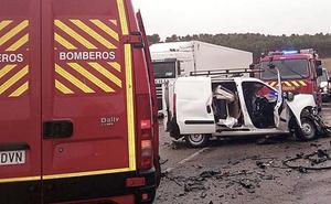 Un fallecido en una colisión entre un camión y una furgoneta en la N-601 en Medina de Rioseco