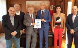 Donantes de Sangre y Fundaspe se citan con el alcalde de León y recuerdan la necesidad de contar con un local céntrico