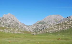La ULE programa una ruta de senderismo en el Macizo de Peña Ubiña