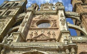 El Día de las Catedrales se celebra en Astorga presenciando el ocaso desde su Catedral