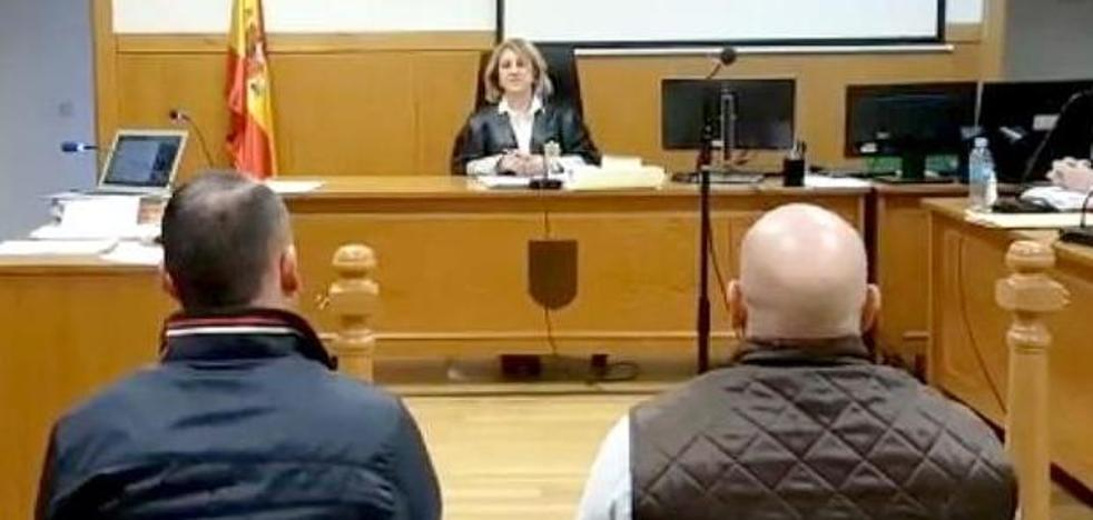 La Audiencia de León absuelve a los guardias civiles acusados de obligar a clientes de un bar a meterse balas en la boca y cantar el Cara al Sol