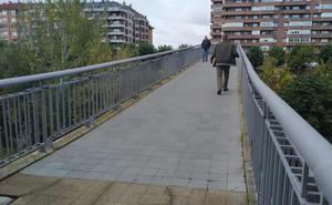 Cs reclama modificar las pendientes de la pasarela de la Condesa para «cumplir los criterios de accesibilidad»