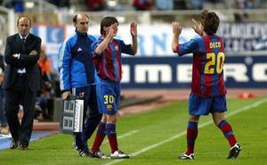 Messi disfruta su 15 aniversario azulgrana con un premio dorado