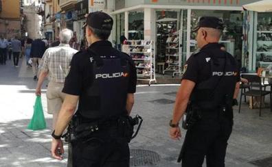 Detenida en Málaga una anciana por robar en viviendas vacacionales con una llave falsa