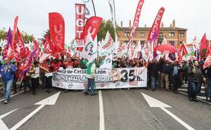 Más de un millar de empleados públicos reclama las 35 horas a la Junta, que se reunirá con sindicatos el lunes