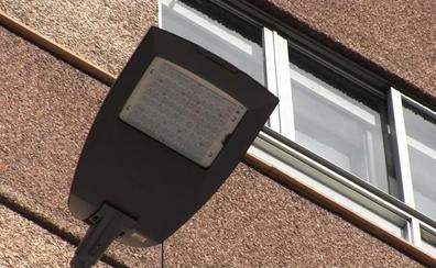 León ha instalado ya más del 50% de las nuevas luminarias y Copete confía en que las críticas bajen