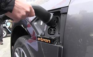 Cuatro concesionarios realizan un 'roadshow' por la capital para dar a conocer las ventajas de los coches eléctricos