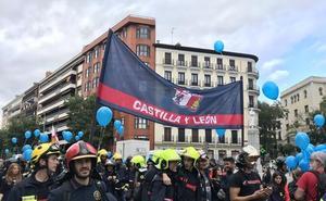 Los bomberos de Castilla y León se suman en Madrid a una marcha para reivindicar una normativa común de prestación de servicios