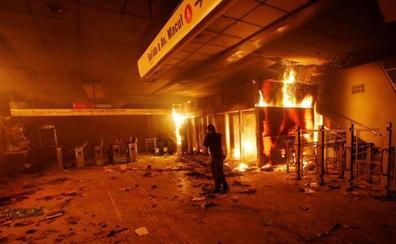 Los militares salen a la calle para controlar los disturbios en Chile, que dejan ya tres muertos