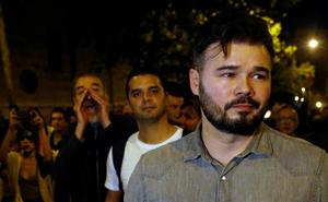 Rufián prueba su propia medicina y sale increpado al grito de traidor en la protesta