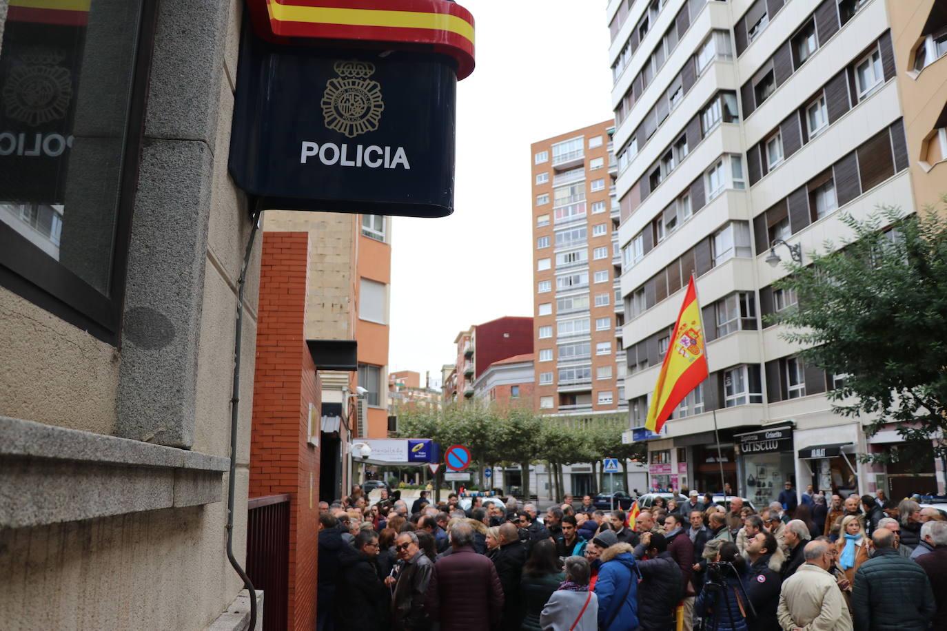 Concentración en León en apoyo a los miembros de la Policía Nacional desplegados en Cataluña