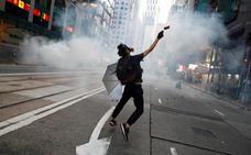 Los manifestantes de Hong Kong irrumpen en la sede de la agencia oficial de noticias china