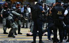 Prenden fuego a un hombre que discutía con los manifestantes en Hong Kong