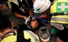 Otra jornada de furia desborda Hong Kong y paraliza el transporte