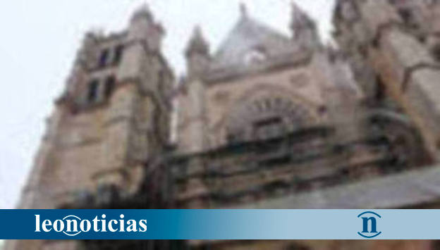 Retiran los andamios de la fachada principal de la Catedral