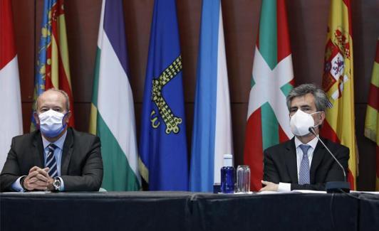 El ministro de Justicia, Juan Carlos Campo, y el presidente del CGPJ, Carlos Lesmes.