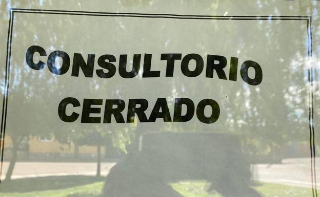 El día de la risa: «No vamos a cerrar consultorios ni centros de salud», dice el consejero
