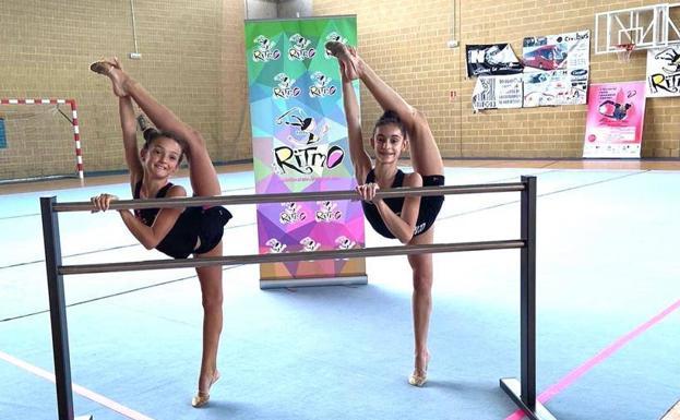 Dos gimnastas del Ritmo preparando la competición.