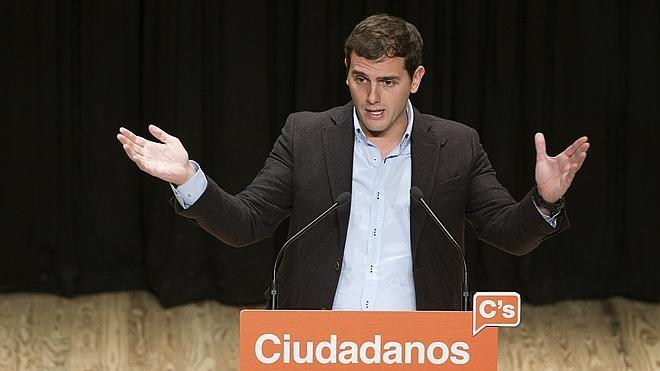 Rivera insiste en que no apoyaría una investidura de Rajoy