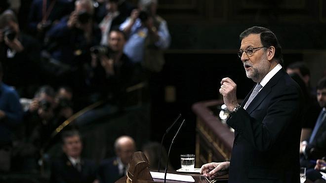 Rajoy se burla de Sánchez por ser un «bluf» y ridiculiza su pacto con Ciudadanos