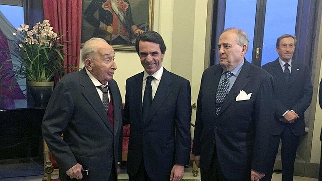 Aznar alerta de que «el populismo está en las instituciones para dañarlas»