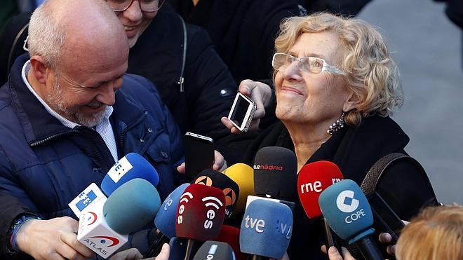 Carmena carga contra los políticos: «Parecen niños grandes jugando a ver quién coge la pelota»