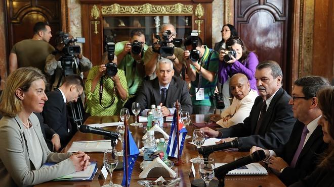 Cuba y la UE firman un acuerdo para normalizar relaciones