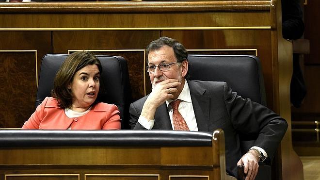 Sáenz de Santamaría: «El Gobierno está actuando con la debida lealtad al Parlamento»