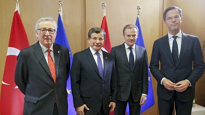 Acuerdo en la UE para comenzar a devolver refugiados a Turquía desde el domingo