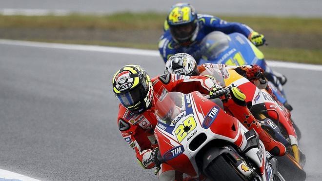 Ducati arrasa a sus rivales en la recta de Losail