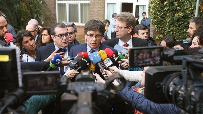 Puigdemont decreta dos días de luto oficial y suspende su viaje a París