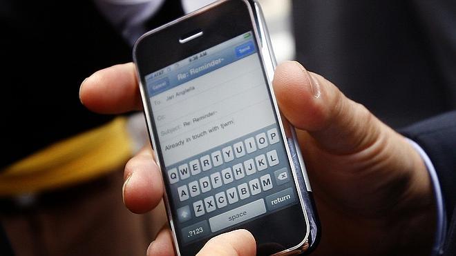 Suspenden la vista de Apple y el FBI para probar un método de acceso al iPhone