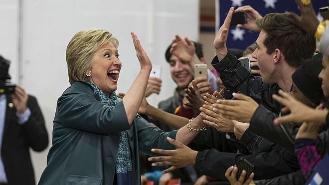 Trump y Clinton avanzan en las primarias de EE UU a pesar de las derrotas