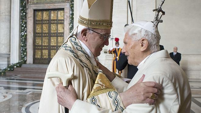 Benedicto XVI «se está apagando lentamente», según su secretario