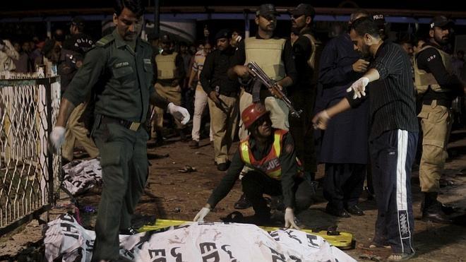 Al menos 72 muertos y más de 300 heridos en un atentado suicida en Pakistán