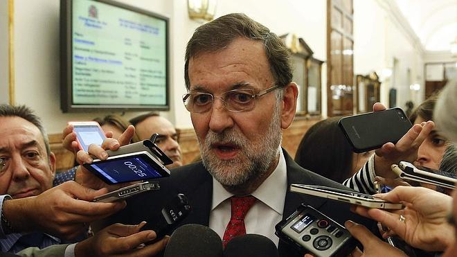 Rajoy pospone la llamada a Sánchez hasta que el PSOE se reúna con Podemos